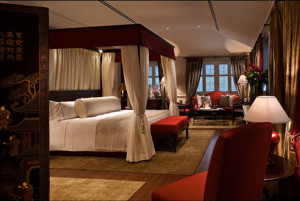 Os quartos são grandes e repletos de detalhes de luxo