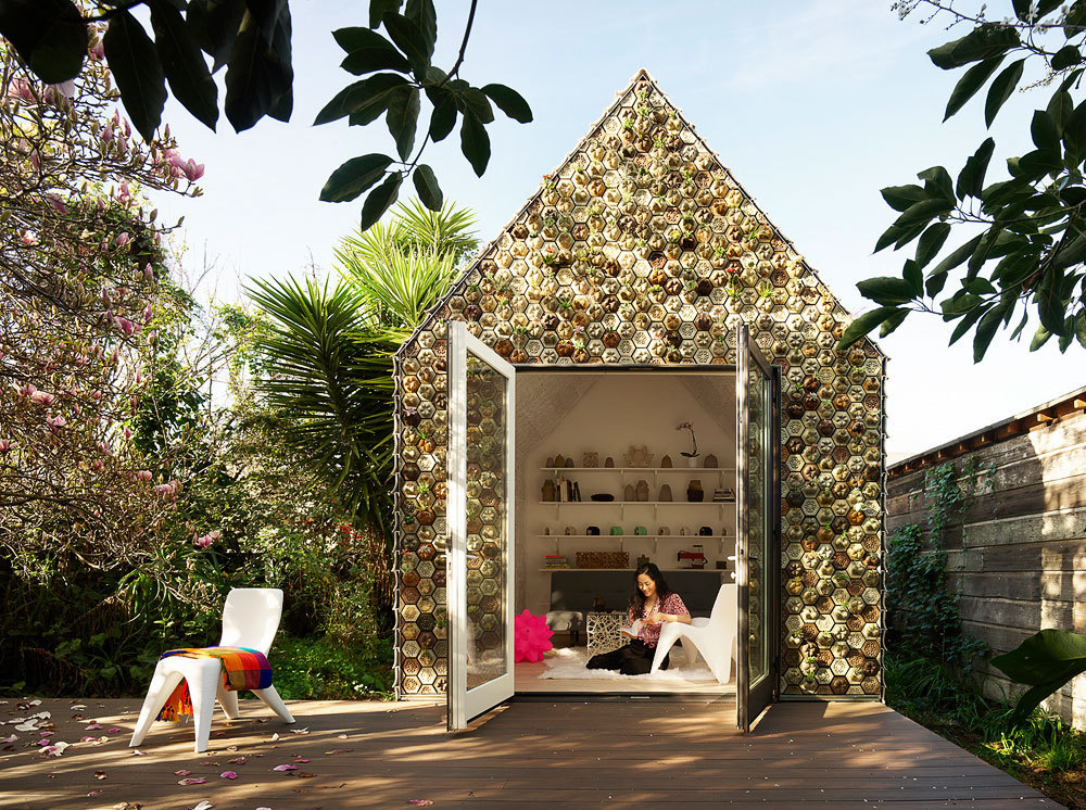 Casa no jardim / Emerging Objects (EUA)