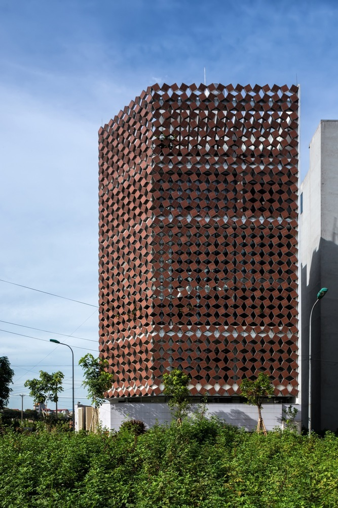 A Properly Breathing House / H&P Architects (Vietname)
