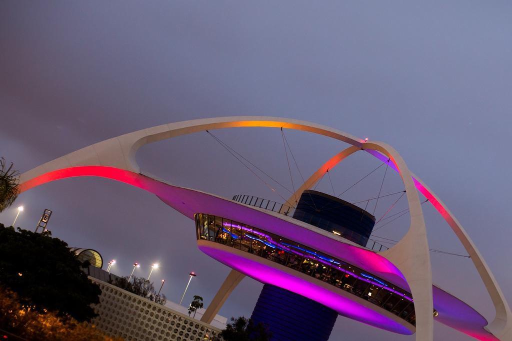 Um edifício de tentáculos (Theme Building)