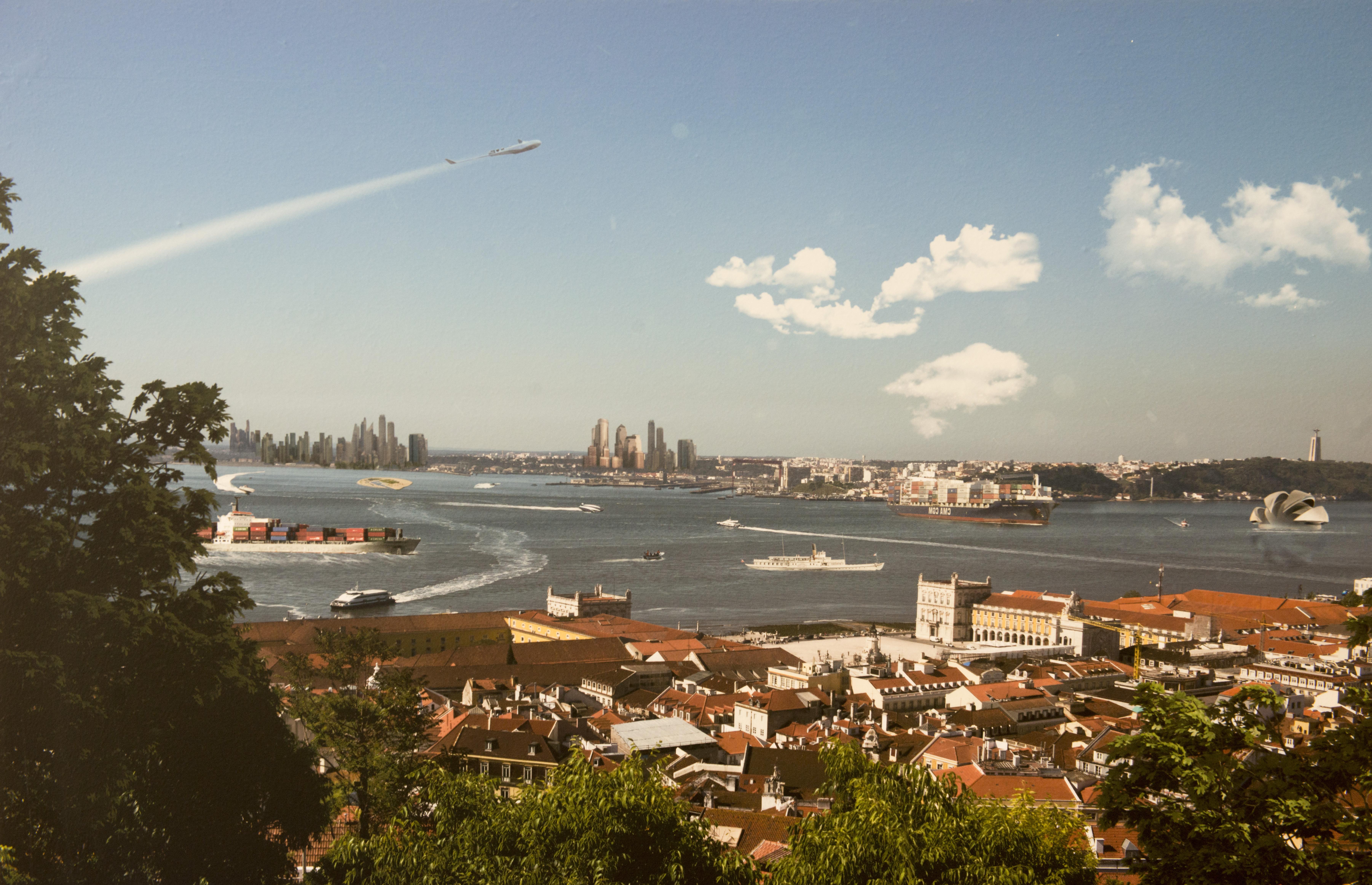 A Baixa da cidade e na outra margem 'arranha-céus' / CML/SG/DMC