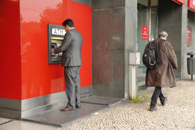 ATM estão a ganhar terreno face ao Multibanco
