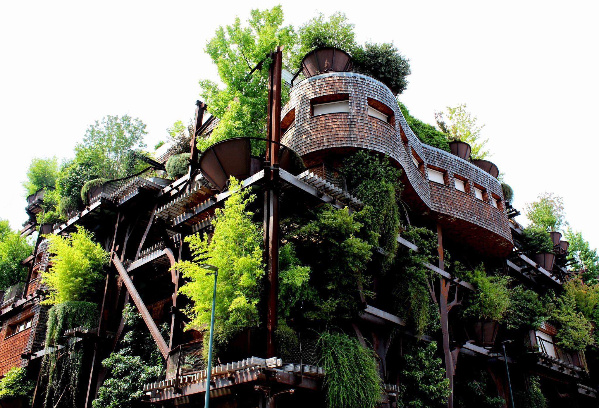 Uma casa verde na cidade