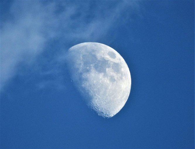 Lua à luz do dia