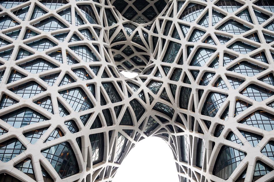 O edifício assemelha-se a um exoesqueleto