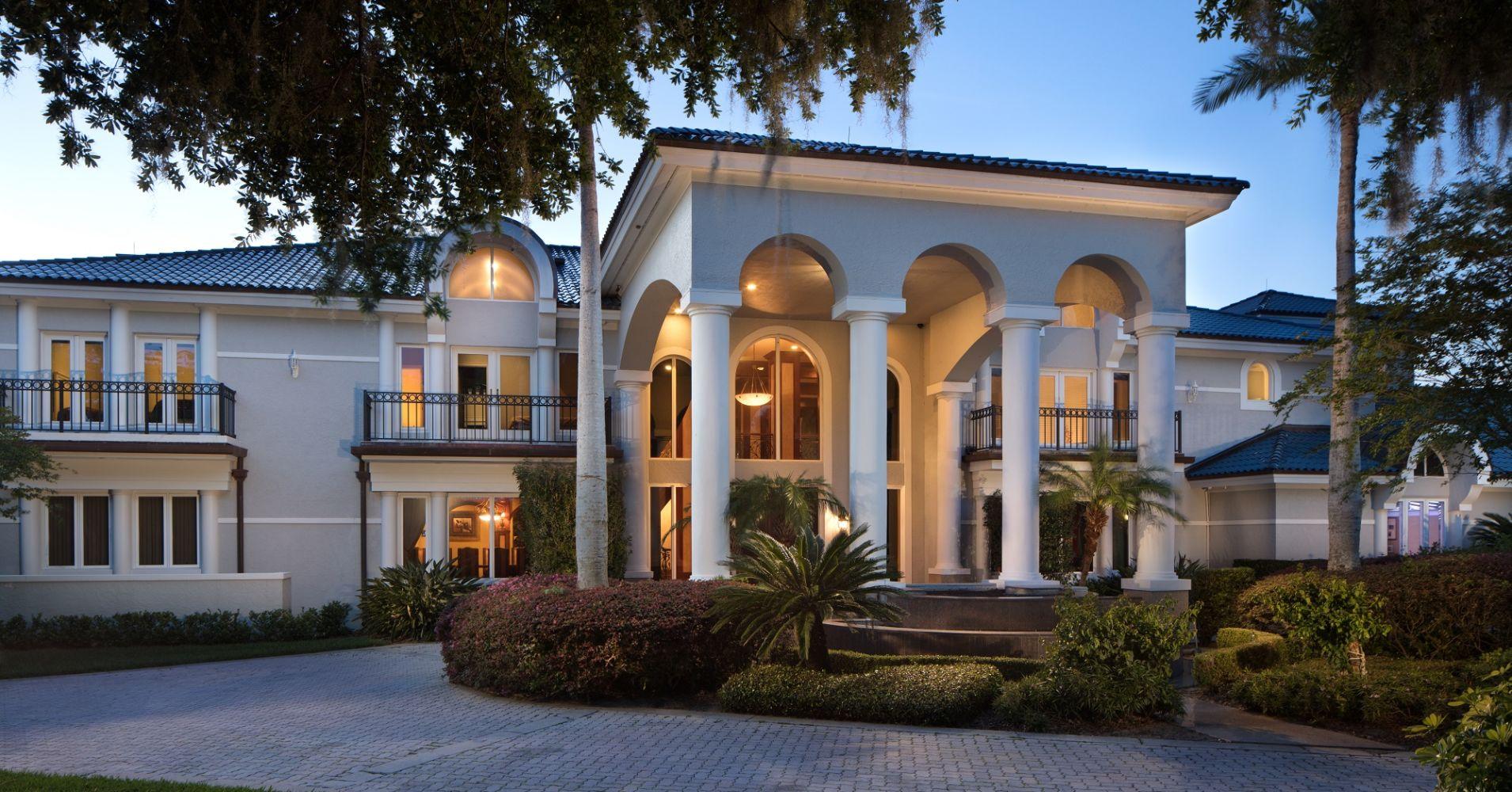 A fachada da casa principal