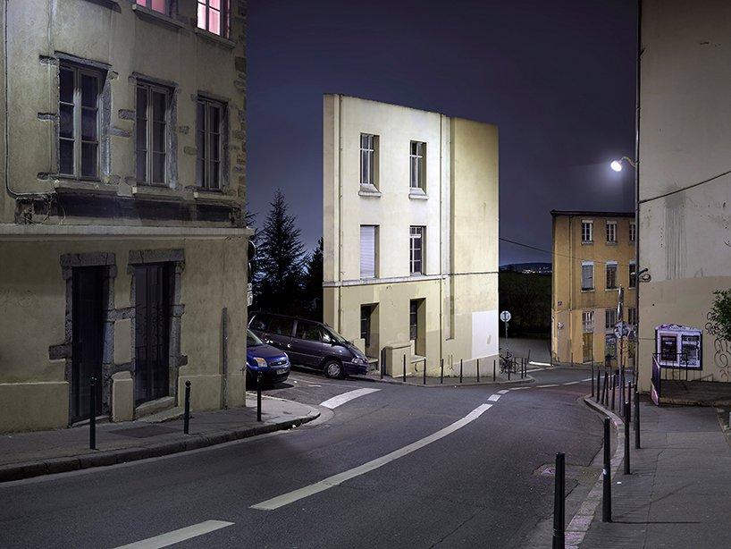 Ruas, carros e... fachadas
