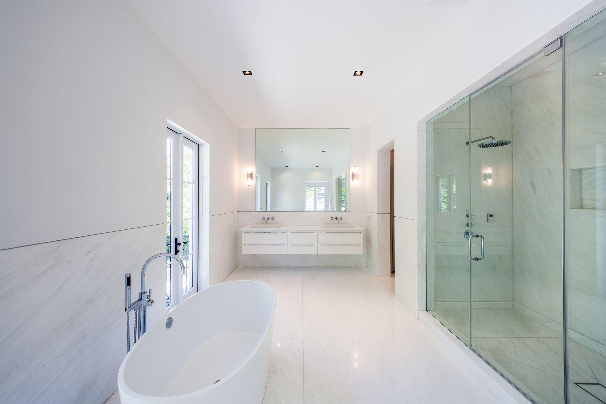 A casa tem seis casas de banho