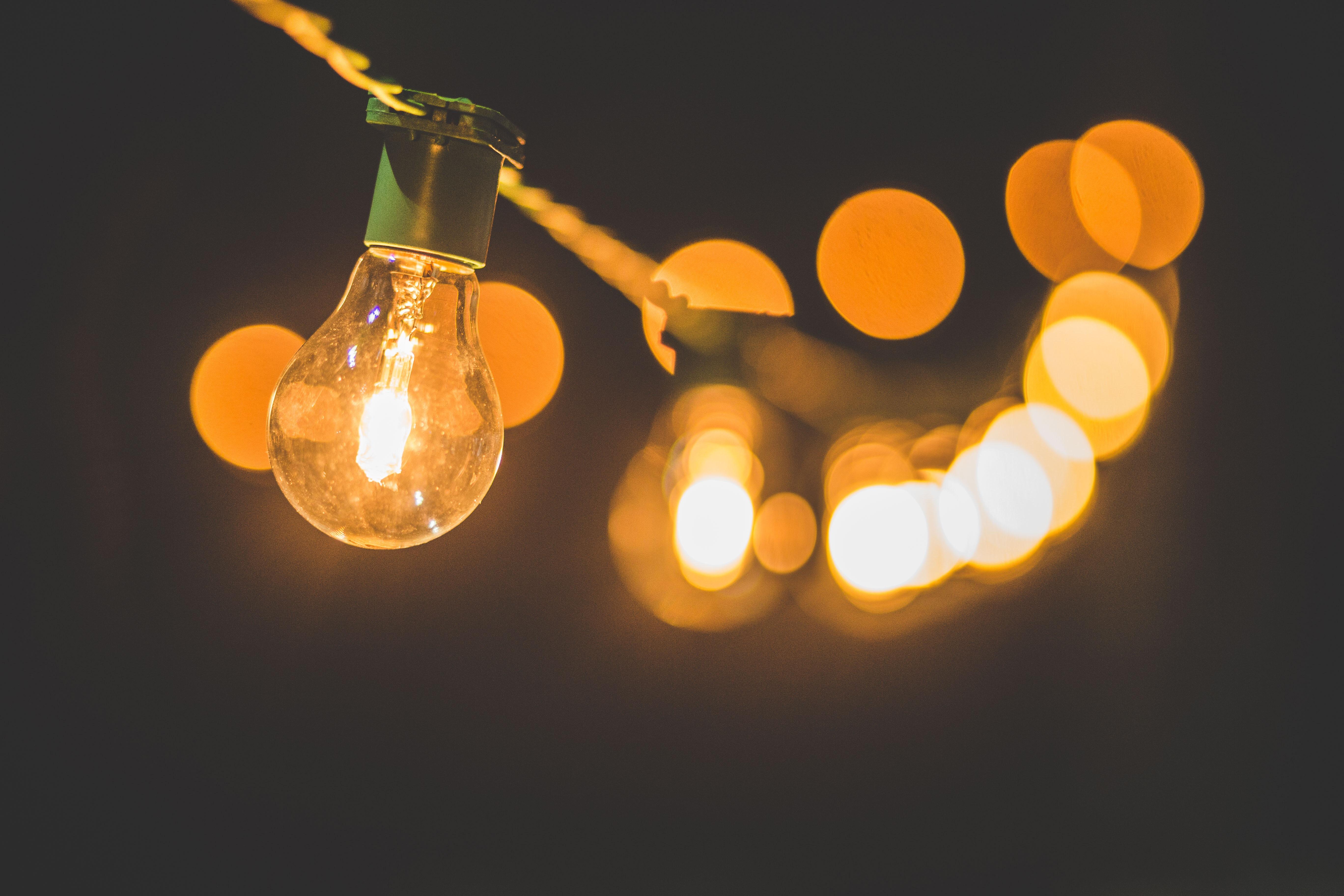 Iluminação LED mais barata: poupança até 100 euros durante a vida útil da lâmpada. / Luis Tosta/Unsplash