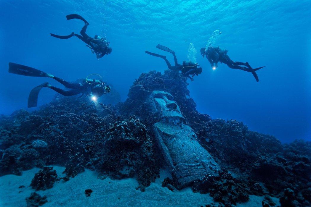 Moai falso na Ilha de Páscoa (Chile) / RANDY OLSON / NAT GEO CREATIVE