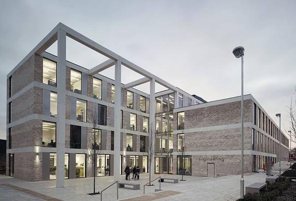 Escola de Engenharia (Lancaster University), Reino Unido