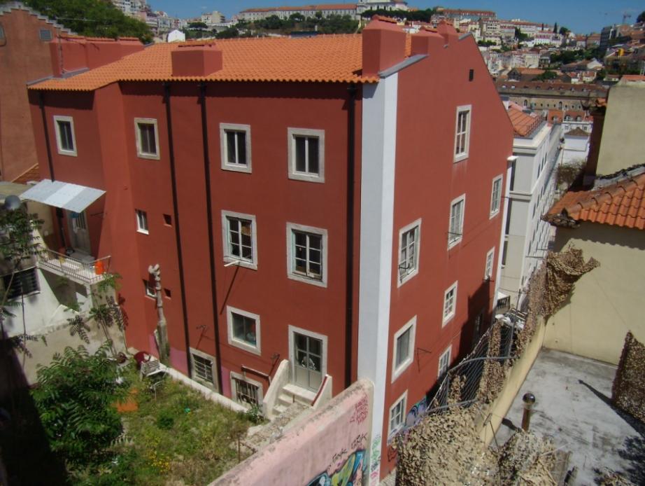 Este é um dos imóveis que vai a leilão: um prédio com cinco pisos e 11 fogos em Arroios. / Centro Hospitalar de Lisboa Central
