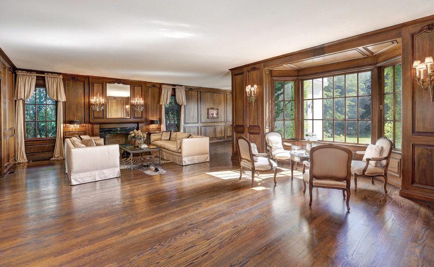 O interior da casa destaca-se pela sua amplitude