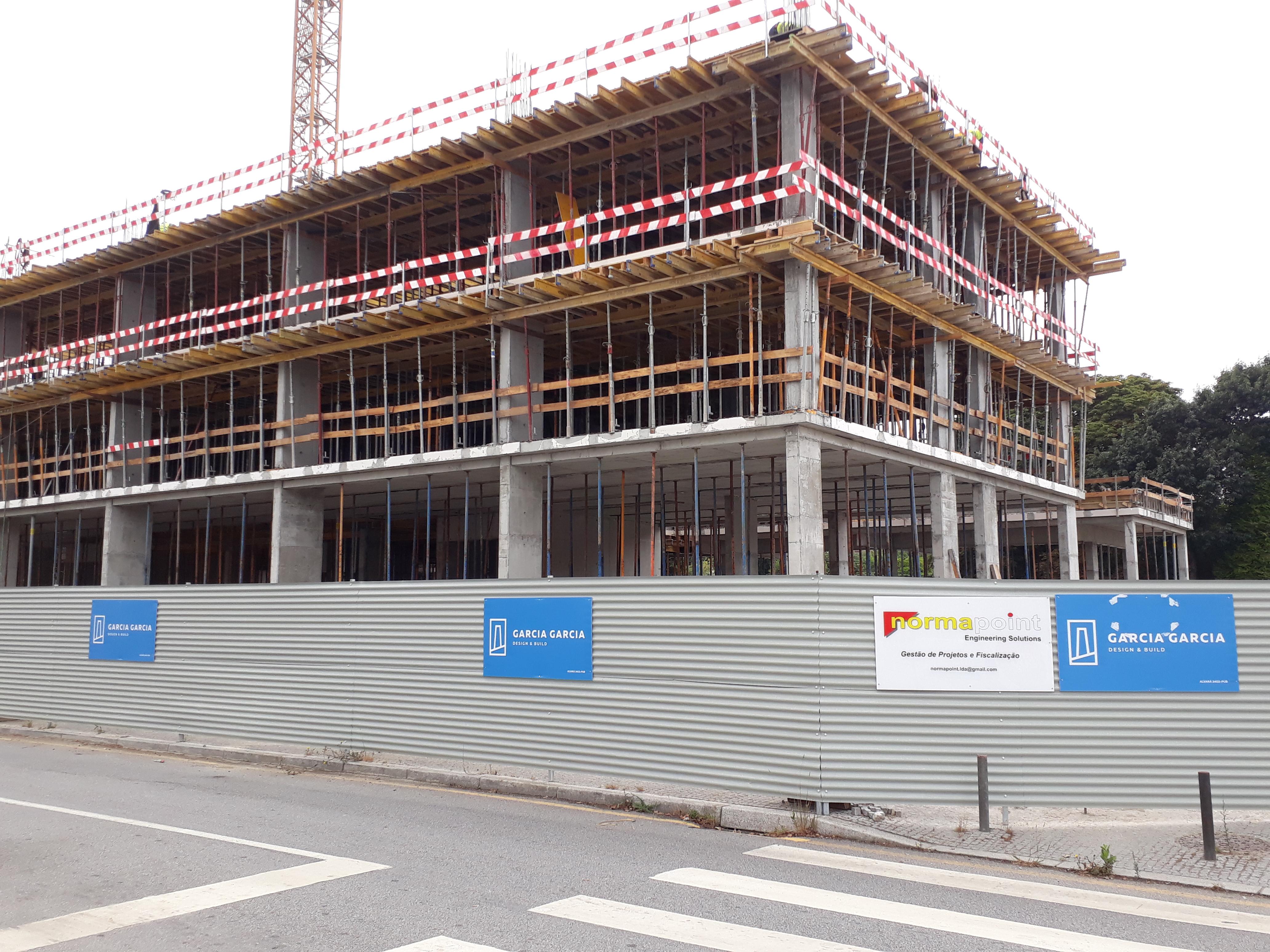 O edifício está em fase de construção avançada e deverá ter 220 quartos / Elisabete Soares
