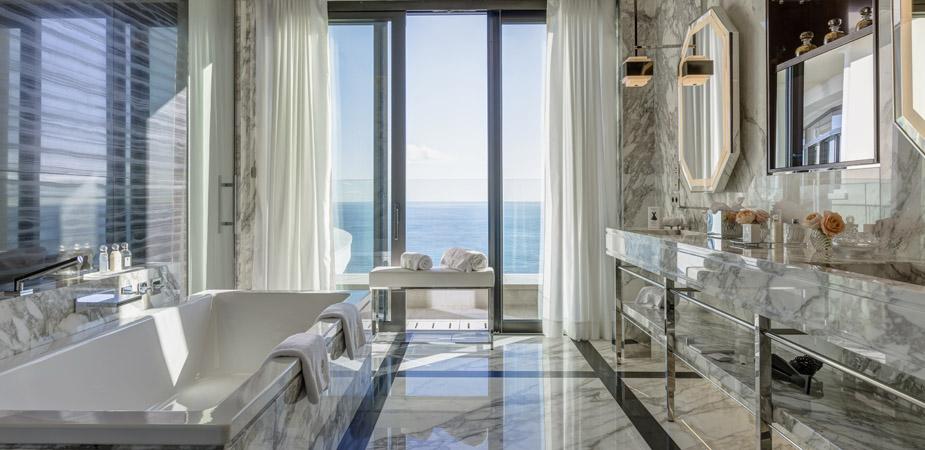 Um spa com vista para o mar