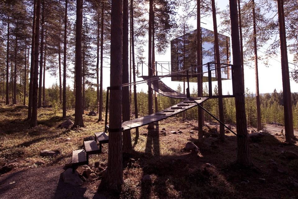 Um hotel escondido nas árvores