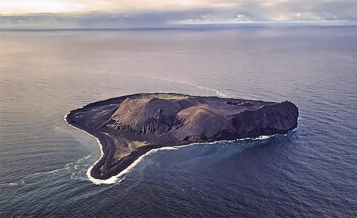 Surtsey, uma ilha na Islândia / Bored Panda