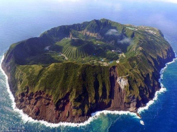Está localizada a 320 km de Tóquio