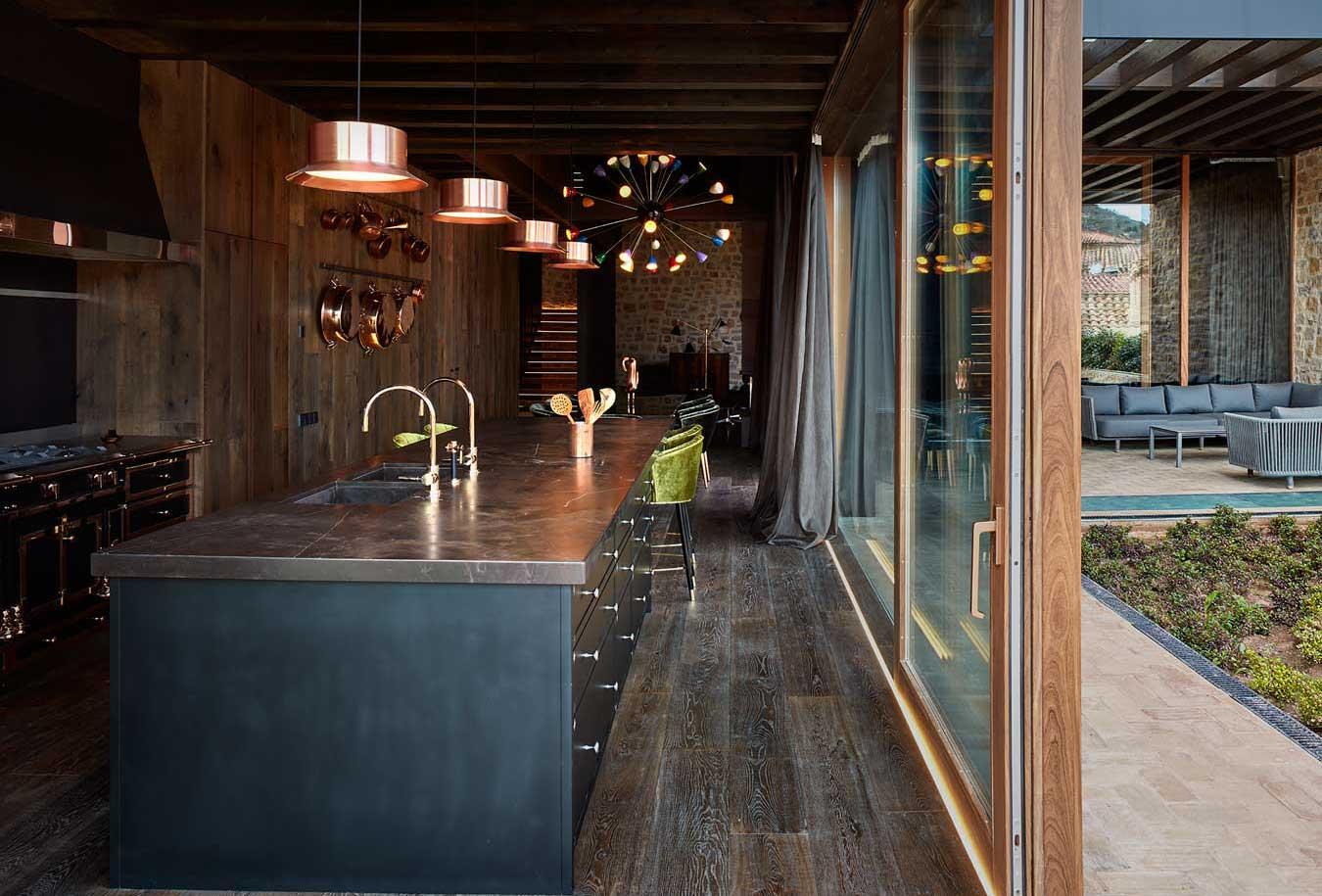 A cozinha dá acesso a um terraço