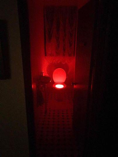 Uma casa de banho bastante inquietante