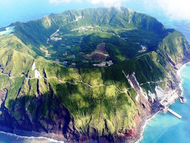 Na altura da erupção os sobreviventes abandonaram a ilha