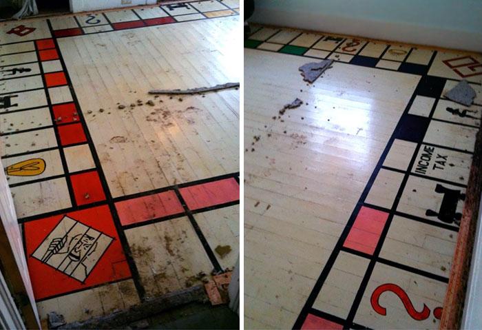 Um jogo de Monopólio escondido debaixo de um tapete