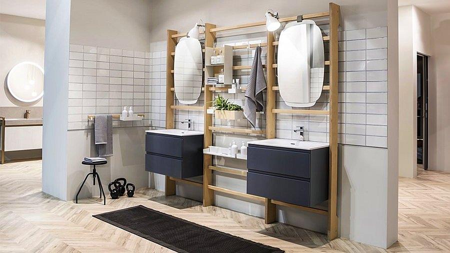 Uma casa de banho que é um ginásio