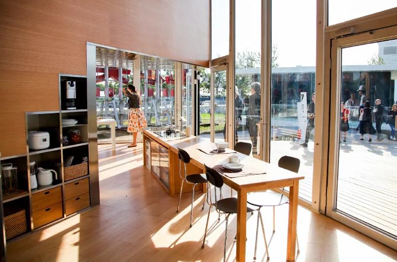 """A cozinha no piso """"térreo"""" / Foto: Designboom"""