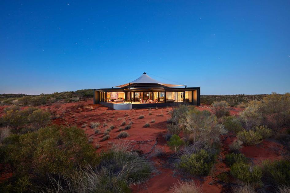 Encontra-se no deserto de Uluru-Kata Tjuta