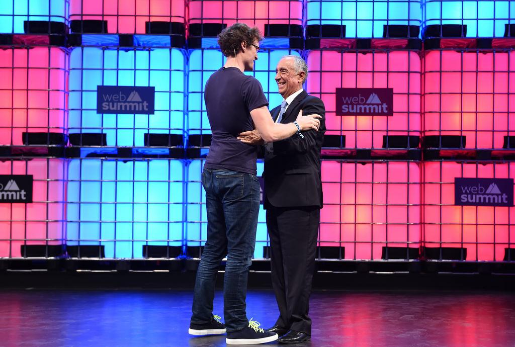 Paddy Cosgrave, fundador da Web Summit, abraça o Presidente da República de Portugal, Marcelo Rebelo de Sousa / Flickr