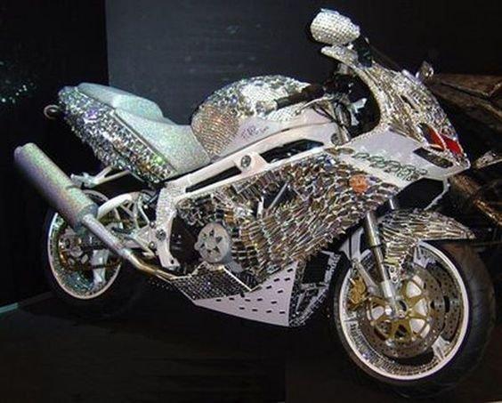 Ducati coberta com diamantes e cristais Swarovski