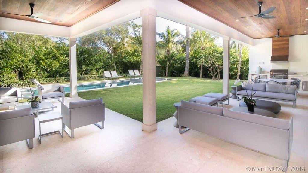 Uma cozinha e sala de estar ao ar livre