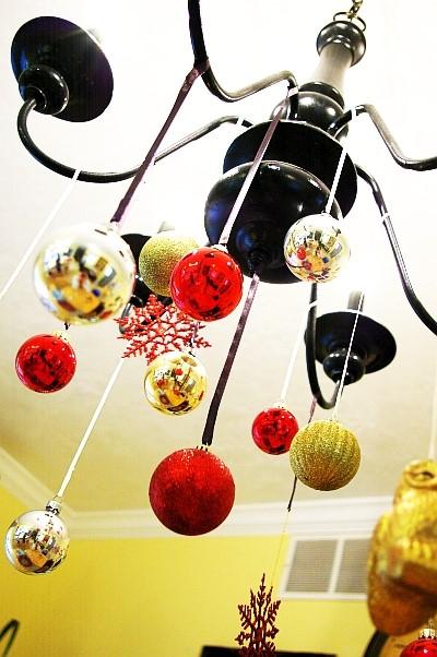 Aranhas de Natal com apenas umas bolas