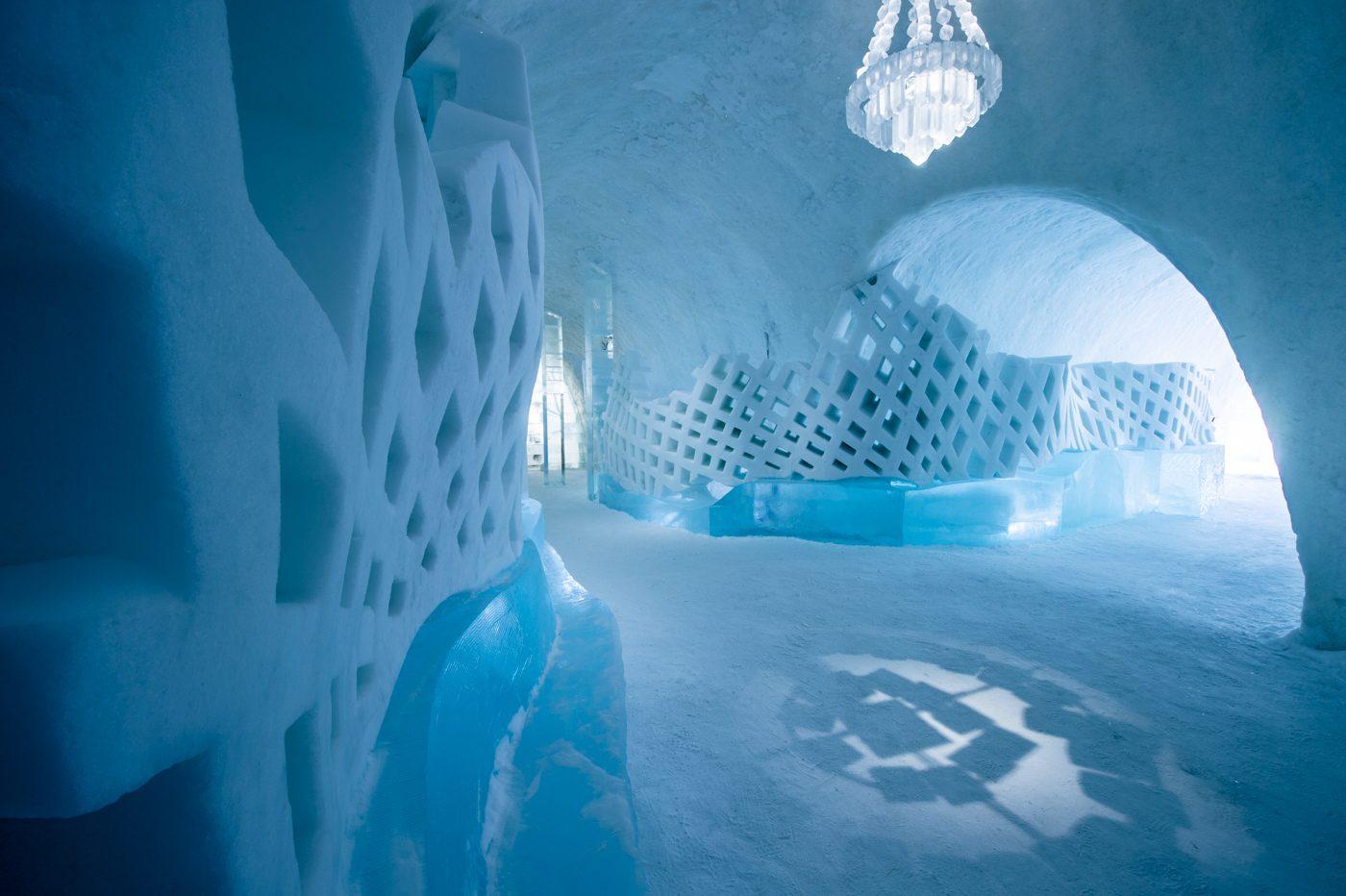 Os candelabros também são feitos de cristais de gelo
