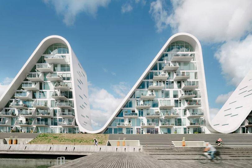 O complexo tem 100 apartamentos de luxo