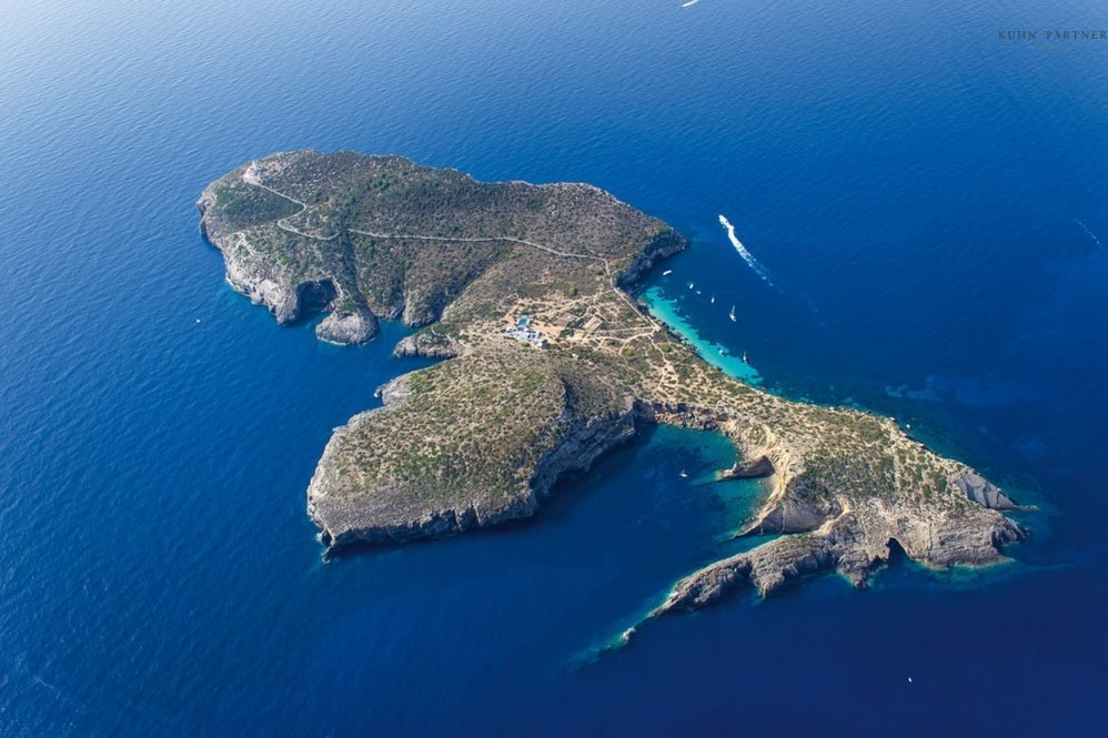 Vista aérea da ilha Tagomago