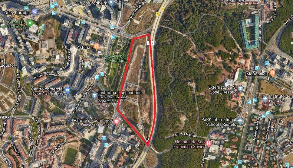 Ao que tudo indica o terreno está inserido no Parque dos Cisnes, em Miraflores / Google Maps