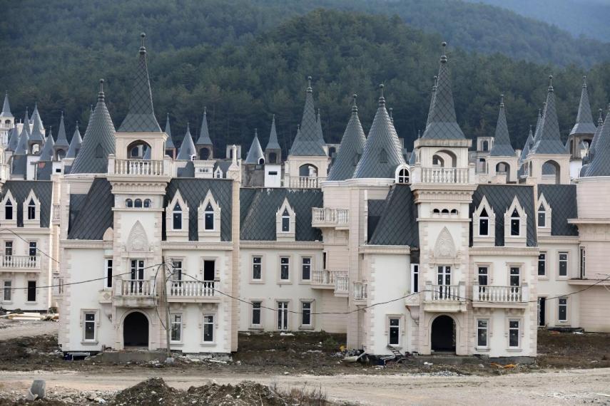 As casas custam entre 350 e 450 mil euros