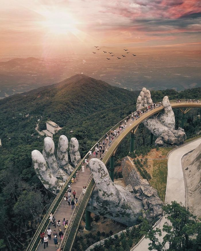 Vista aérea da ponte pedonal