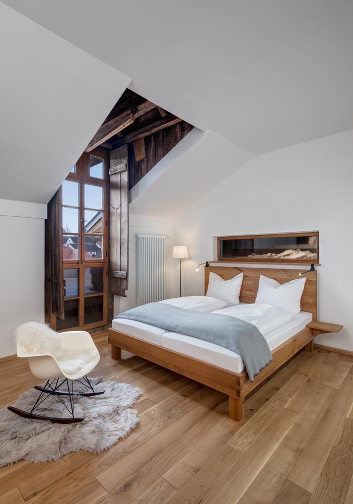 Um dos quartos do alojamento