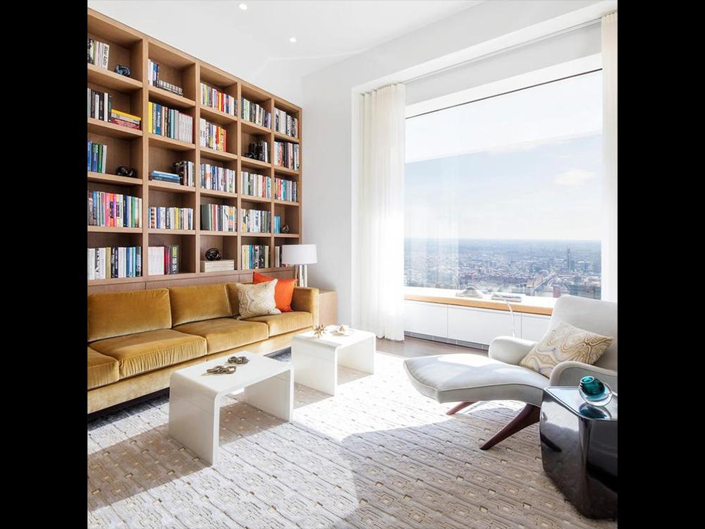Sala com biblioteca