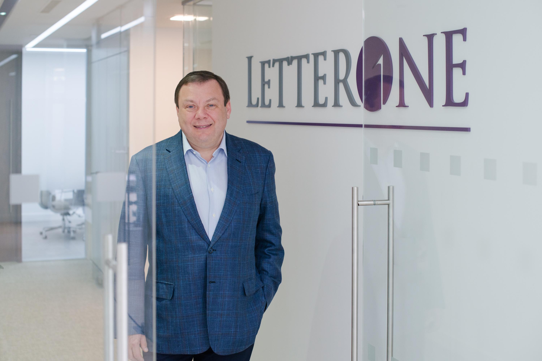 Mikhail Fridman, maior acionista do grupo DIA através da LetterOne / Wikimedia commons