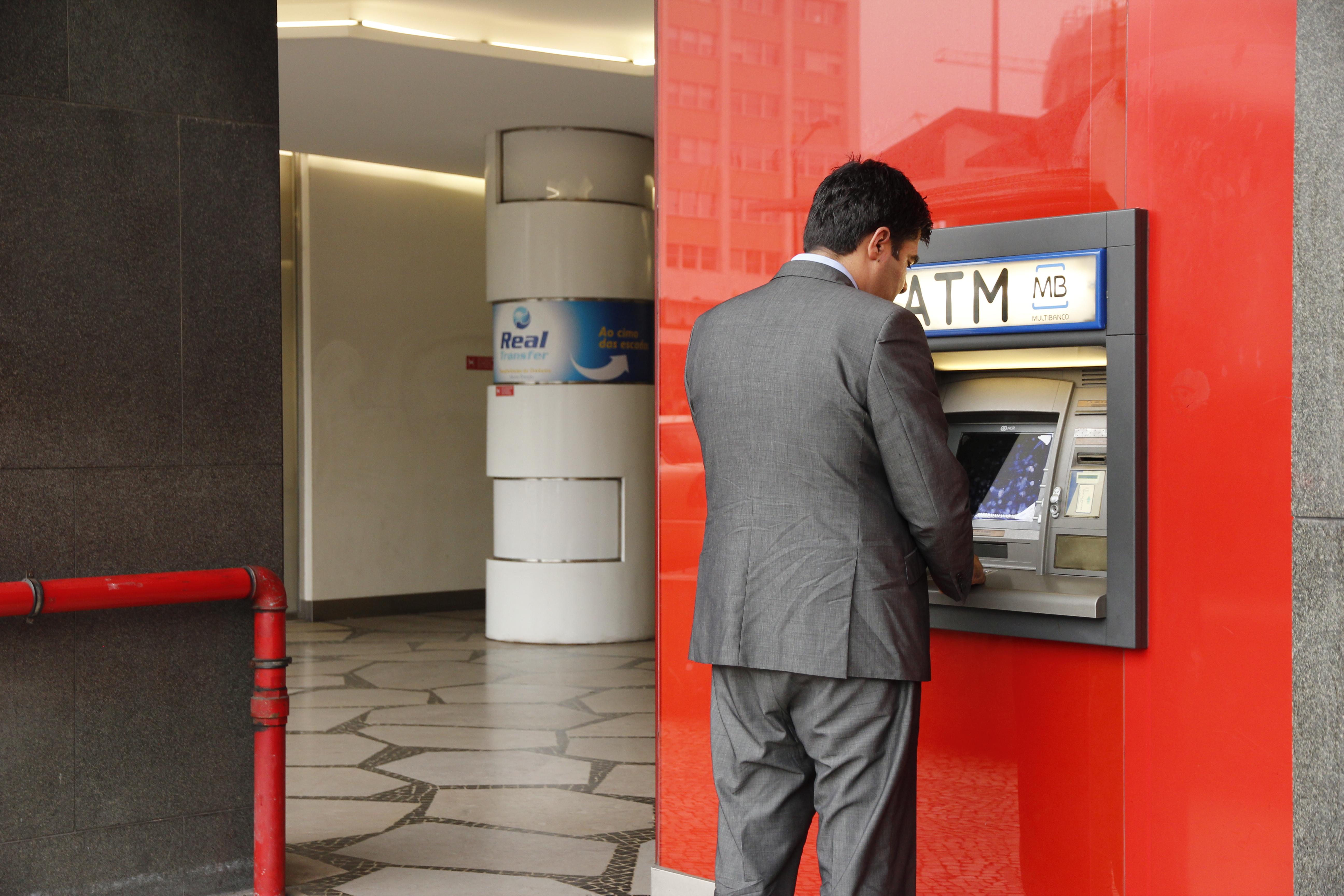 Como levantar dinheiro no multibanco com cartao de credito