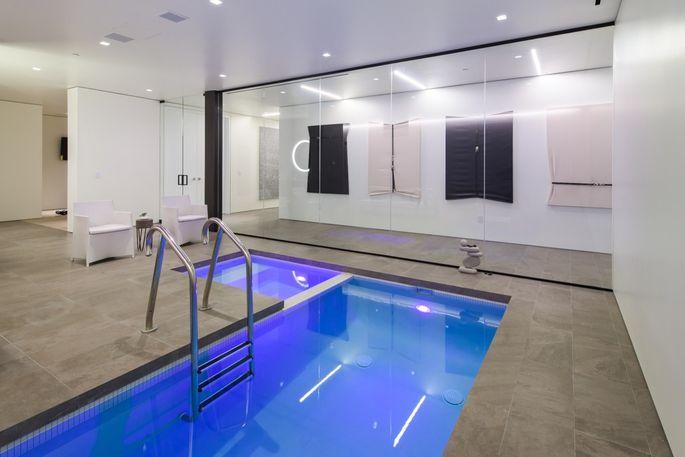 E aqui a piscina interior...