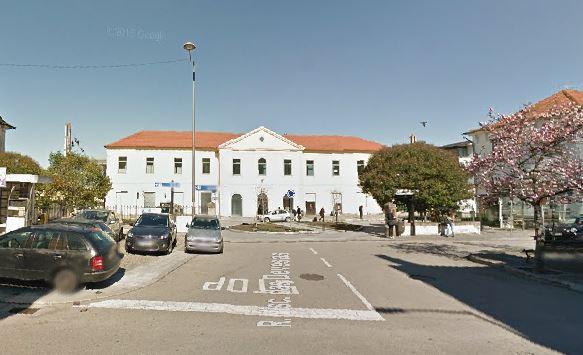O prédio/palacete em causa encontra-se junto à estação das Devesas, em Vila Nova de Gaia / Google Maps