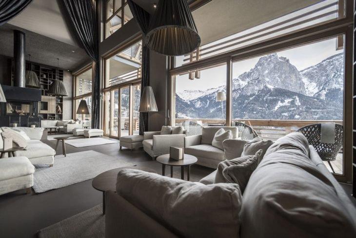 Sala de estar nas Dolomitas