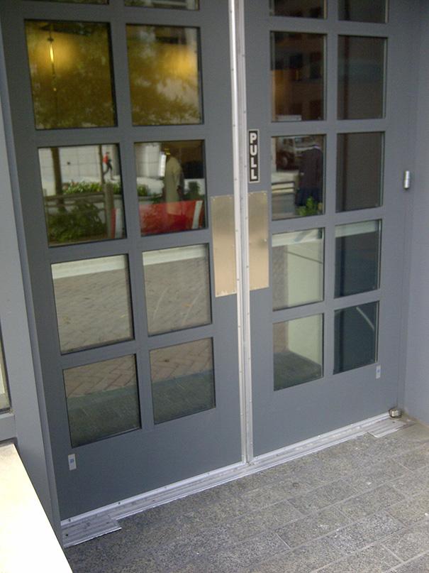 Como se abre esta porta?