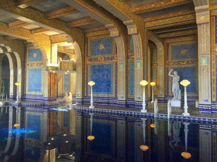 Piscina num palácio