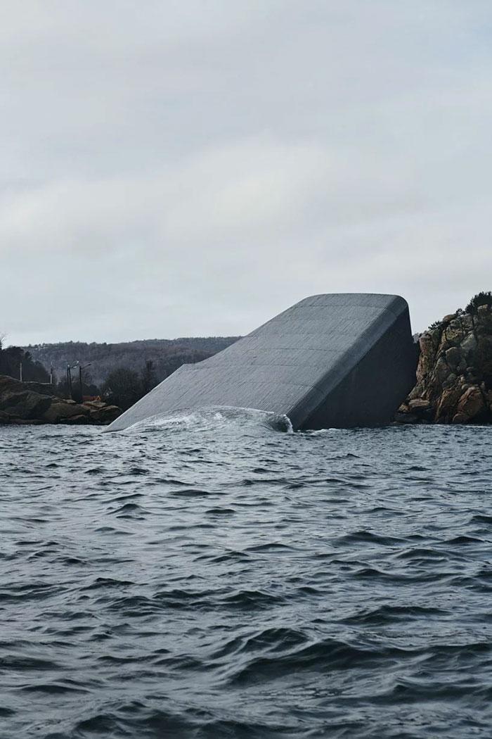 Funciona como centro de investigação da vida marinha