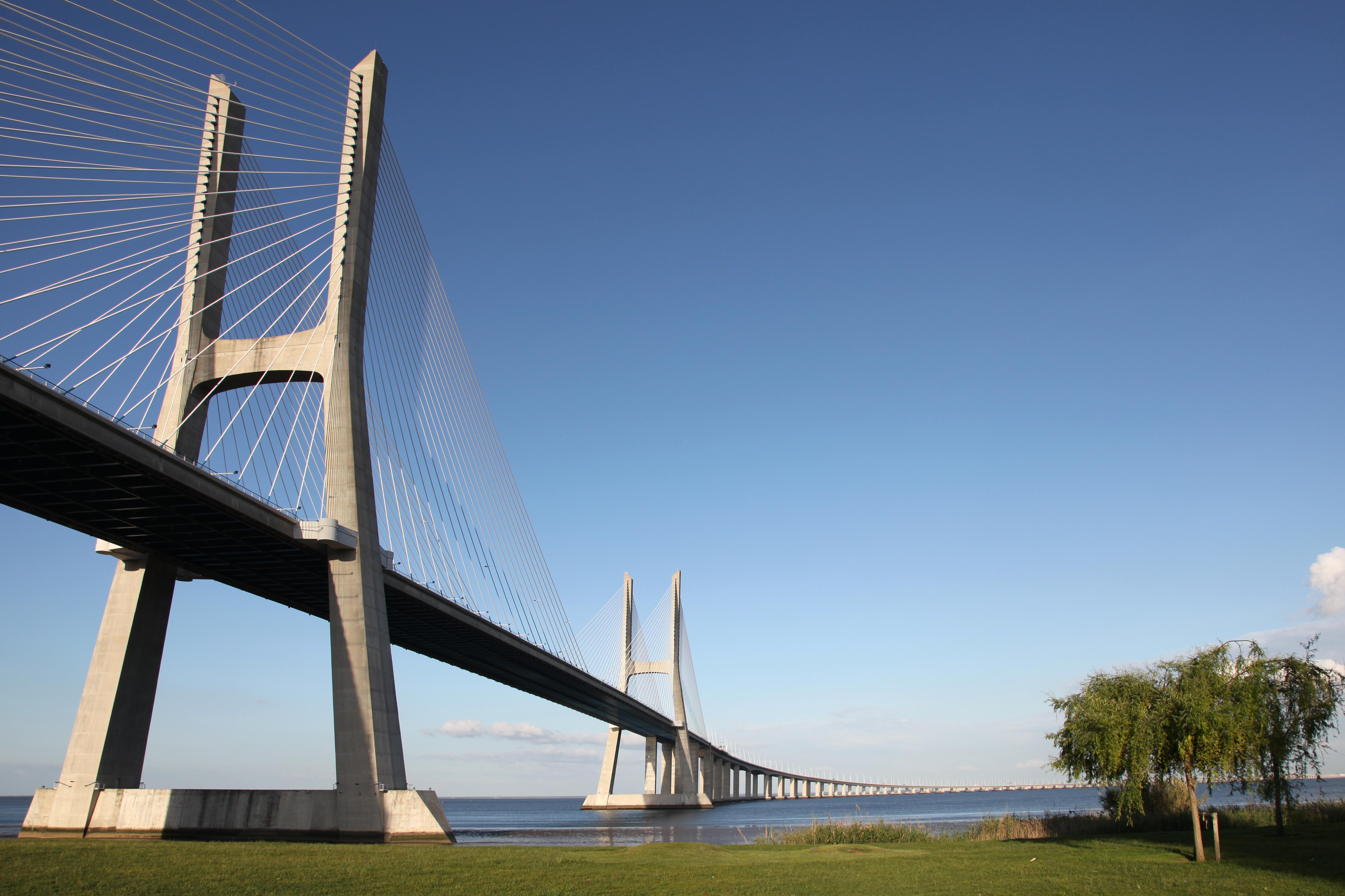 A Ponte Vasco da Gama e a engenharia vanguardista